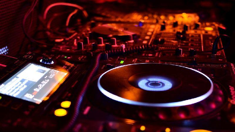 Sprzęt DJski na wynajem